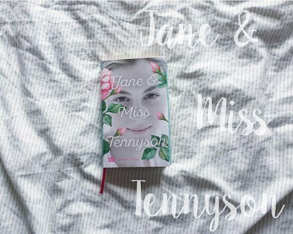 Augenblicke | Jane & Miss Tennyson – Emma Mills