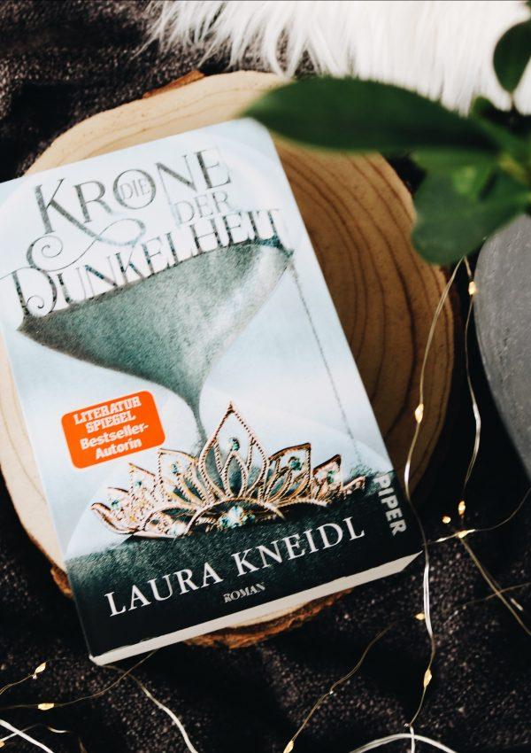 Rezension   Die Krone der Dunkelheit – Laura Kneidl