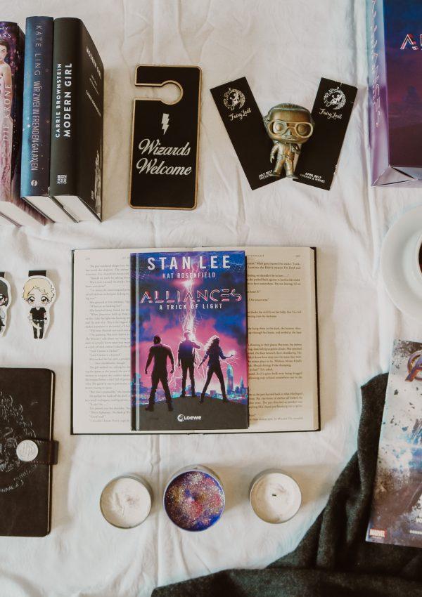 Alliances: A Trick Of Light – Stan Lee und Kat Rosenfield | Rezension